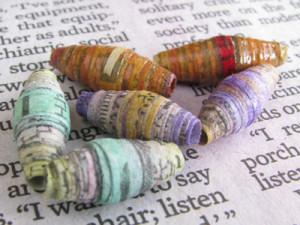 Contas de jornal Aquarela com diferentes combinações de cores.