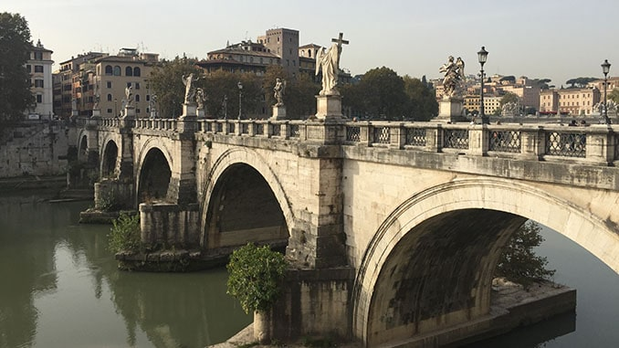 Engelenbrug over de Tiber in Rome.