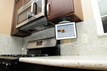 CES 2012 : Accessoire IncarBite Kitchen Mount, dock plafond pour tablette tactile 5
