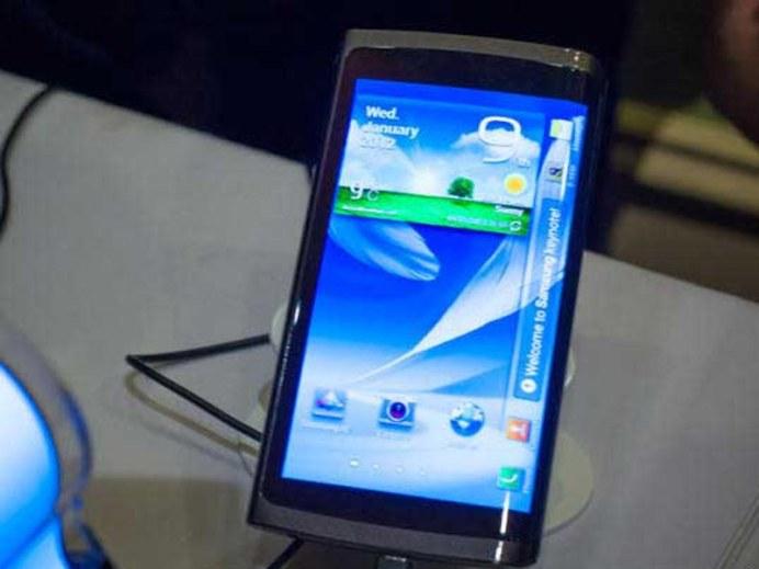 Samsung présente son premier smartphone à écran flexible 4