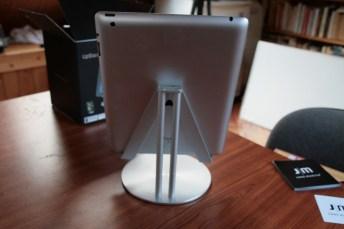 Test accessoire pour tablette : Just Mobile UpStand deluxe pour iPad, Android et Windows 8 3