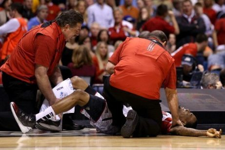 I soccorsi a Kevin Ware | © Streeter Lecka/Getty Images