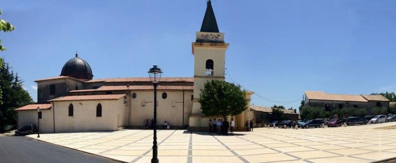 Santuario-della-Madonna-del-Carmelo-a-Marano-Marchesato.jpg
