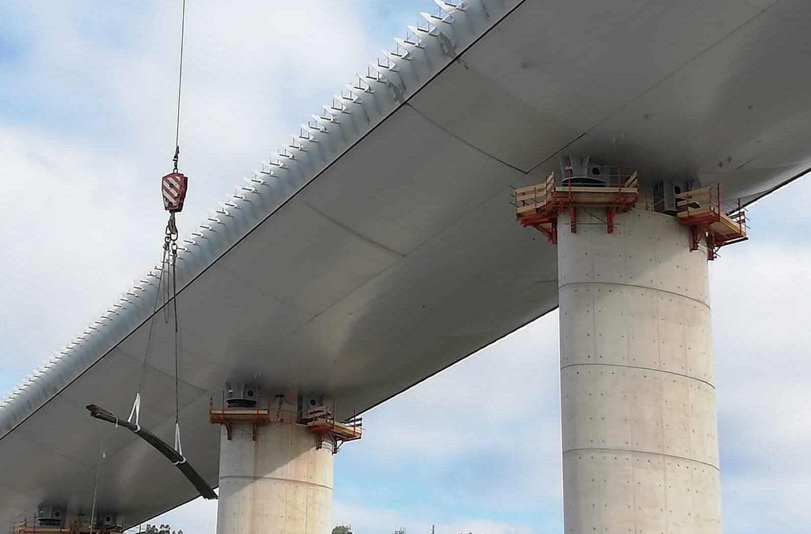 Dopo 22 mesi passa la prima auto sul nuovo ponte di Genova - IL PENDOLO