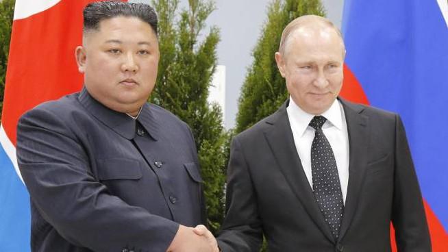 """Vladivostok, vertice Russia-Nord Corea. Putin: """"Sviluppo rapporti bilaterali"""""""