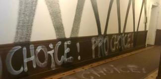 Locale devastato da antifascisti pro aborto