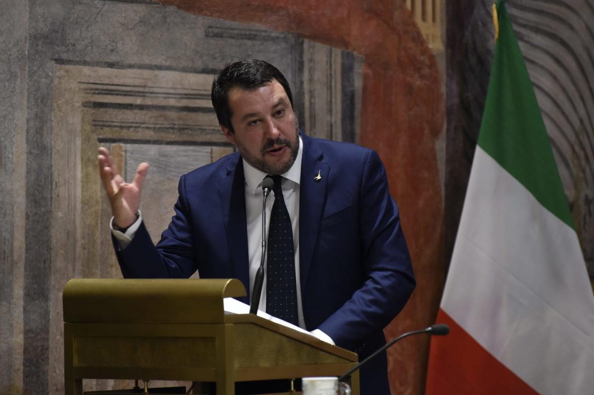 Gregoretti, via libera al processo a Salvini. E i giallofucsia disertano la seduta