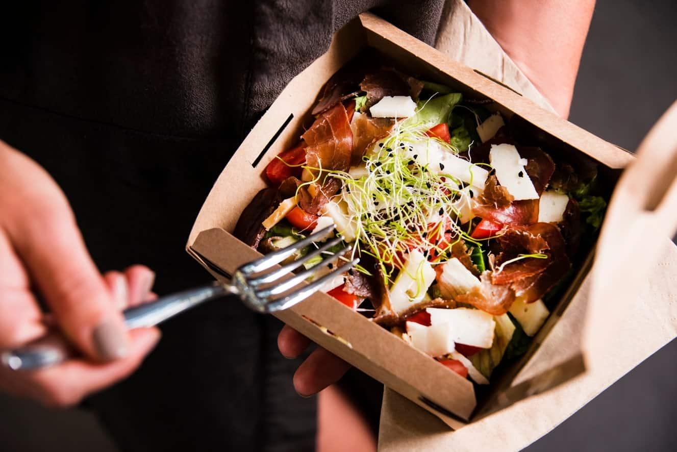 """Dal food delivery alle """"dark kitchen"""": così vogliono far fuori la ristorazione"""