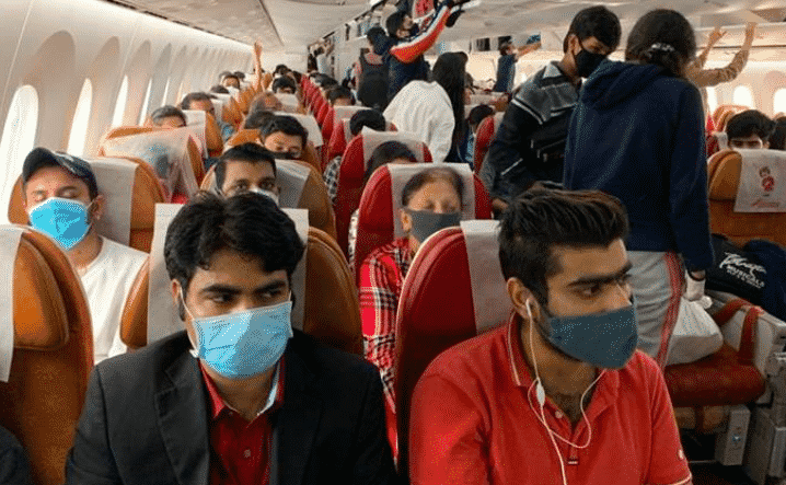 Tamponi falsi a 30 euro per entrare in Italia: così gli indiani ci portano il Covid