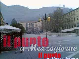 Lite tra spacciatori in piazza Labriola a Cassino, un accoltellato