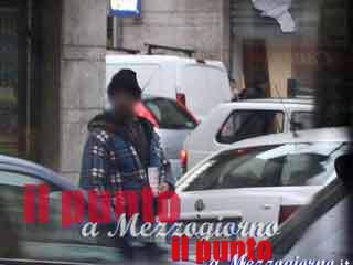 Lotta dei poveri a Cassino, denuncia mendicante per sottrargli posto davanti supermercato