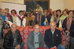 Il-Gruppo-di-Preghiera-S.Pio-intorno-a-Padre-Paolino-Cilenti