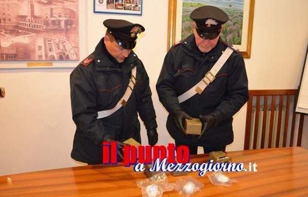 """Auto fermata per controllo stradale, i carabinieri la trovano """"farcita"""" di droga"""