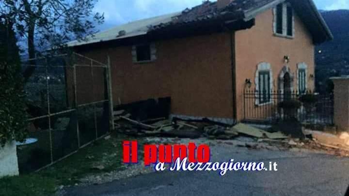 Il maltempo abbatte alberi e strappa tetti dalle case ad Alatri