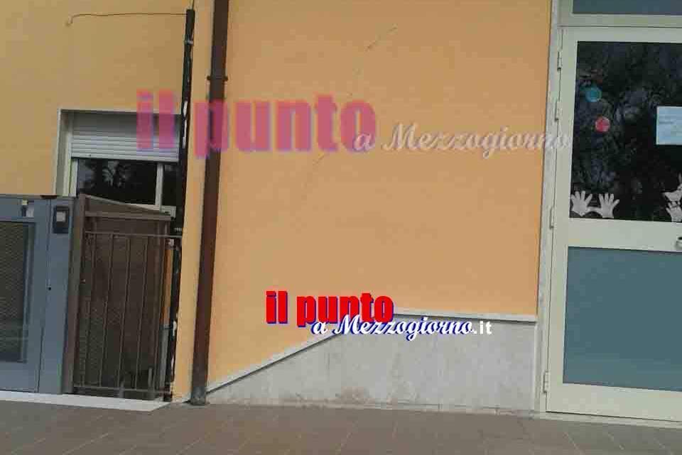Sinistre crepe sul muro della scuola materna di Castelnuovo Parano, i genitori chiamano i pompieri