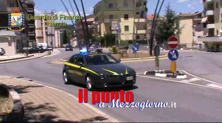 Trasportavano bombe molotov, tre giovani arrestati dalla Guardia di finanza del Capoluogo