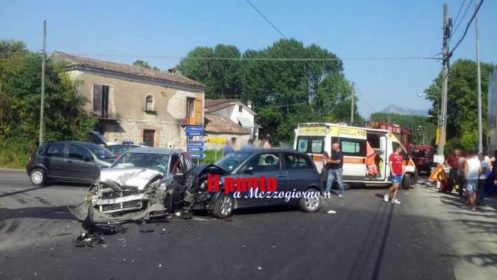 Incidente tra tre auto a Sant'Apollinare, cinque giovani feriti