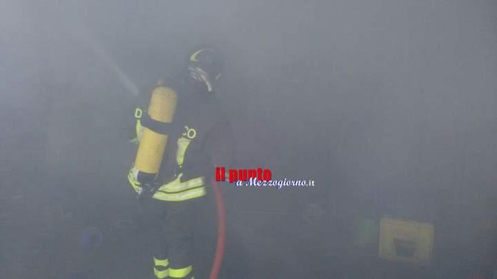 Incendio capannone di ditta edile, distrutte attrezzature e materiale