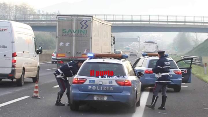 Maxi controllo stradale sull'A1, traffico convogliato nell'area di servizio alla ricerca di chi guida sotto effetto di alcool o droga