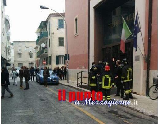 Fuga di gas in via Tasso a Cassino, la gente esce dal tribunale