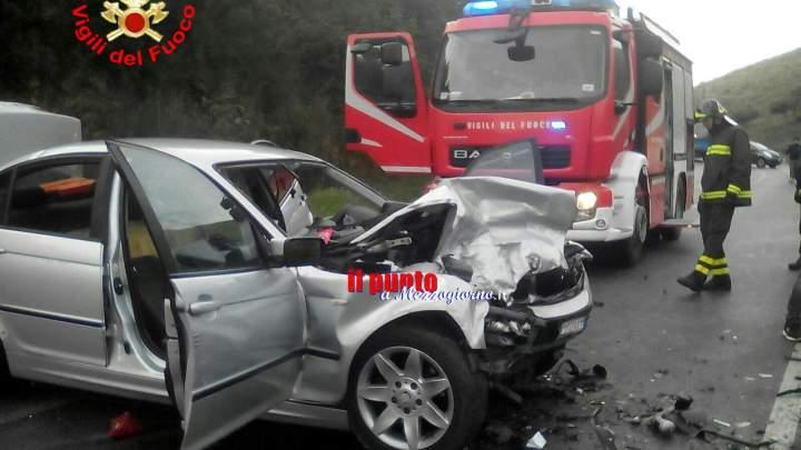 Incidente tra due auto. Un ferito
