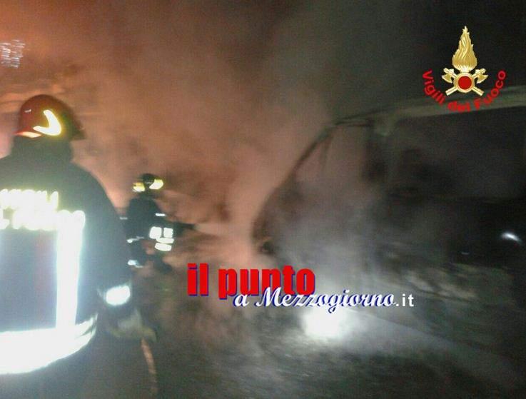 Auto in fiamme a Sezze, distrutto furgone e Jeep
