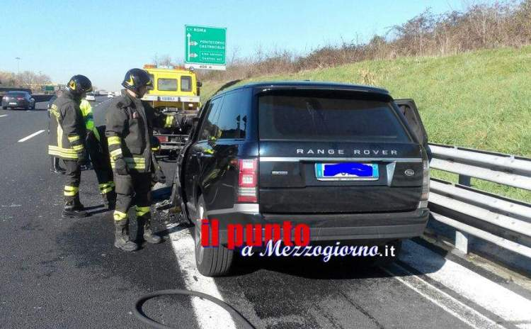 auto in fiamme a1