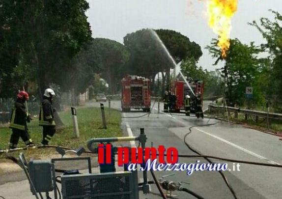 Autocisterna di Gpl ribalta sull'Appia a Pontinia, lavori di travaso ancora in corso