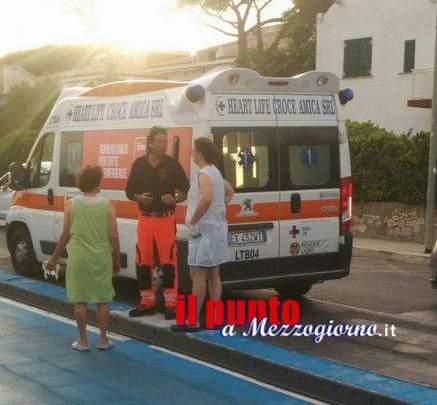 Mette il piede nei raggi della bicicletta della nonna, bambino ferito a Terracina