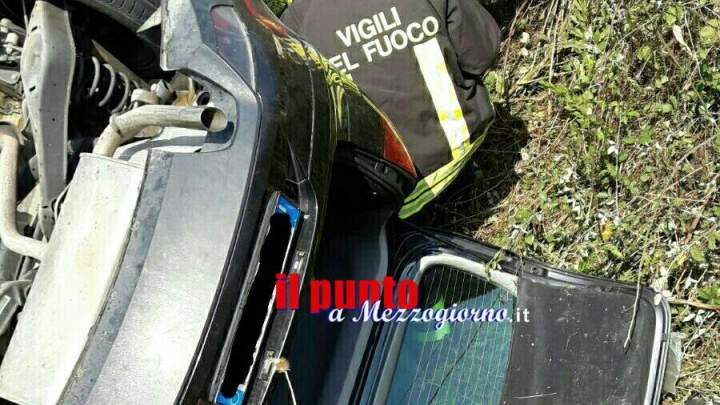 Incidente a Latina. Due feriti. Coinvolte 2 auto e un furgone