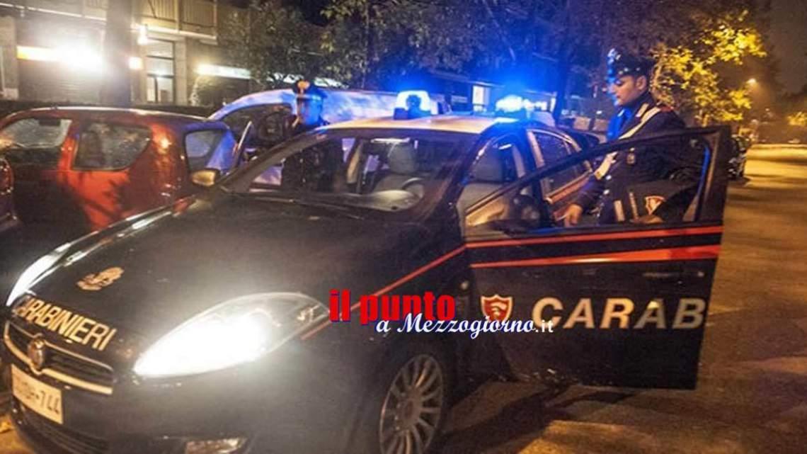 Ladri abbandonano l'auto e scappano. Avevano messo a segno un furto di elettroutensili a Formia
