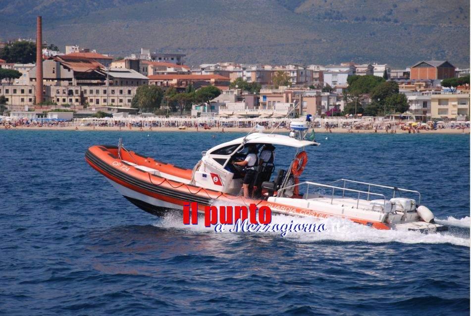 Cartamarano ribaltato a Formia, equipaggio salvato dalla Guardia Costiera