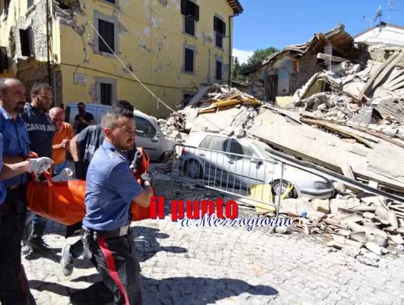 Effetto sorpresa, l'arma in più del terremoto. Vittime e superstiti, tutti in pigiama