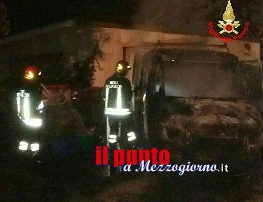 Furgone in fiamme ad Aprilia, indagini in corso