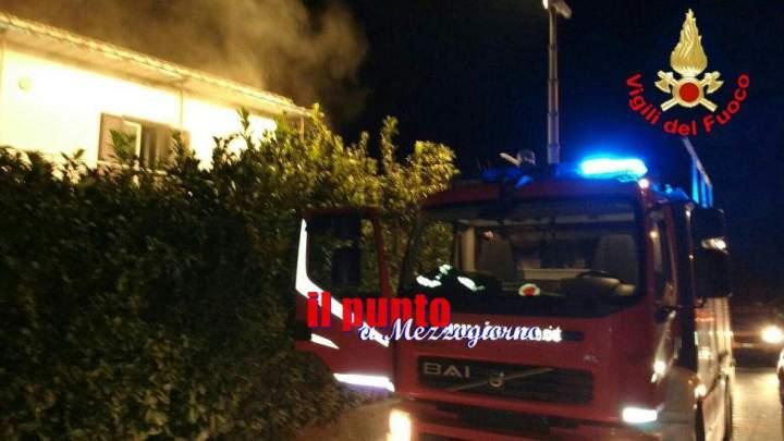 Incendio in appartamento a Minturno, albero di Natale principale indiziato