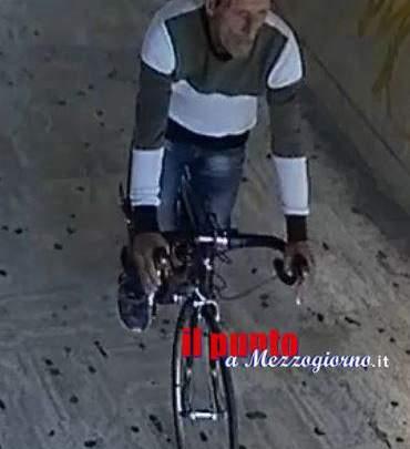 ++ VIDEO ++ Ladro di costose biciclette immortalato a Cassino, è caccia aperta