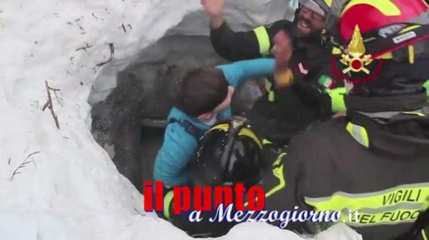 Salvataggio a Rigopiano, le immagini del salvataggio