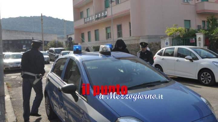 Lite in casa di stranieri a Cassino, 18enne si scaglia contro agenti e viene arrestato