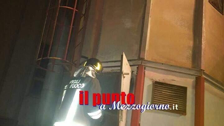 Silos pieno di mobili in fiamme a Latina, si ipotizza il dolo