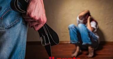 Arrestato dalla polizia un quarantatreenne per maltrattamenti in famiglia
