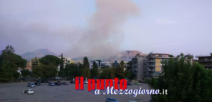 Emergenza incendi: da ore brucia anche monte Trocchio
