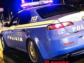 Non si ferma all'alt della polizia e sperona la volante, in auto aveva cocaina e una pistola. 45enne arrestato