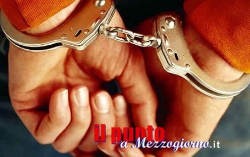 Niente soldi per la droga, 30enne picchia e violenta la fidanzata a Formia. Arrestato