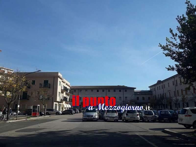 """Piazza Corte, """"parcheggio selvaggio"""" pericolosamente senza controllo"""