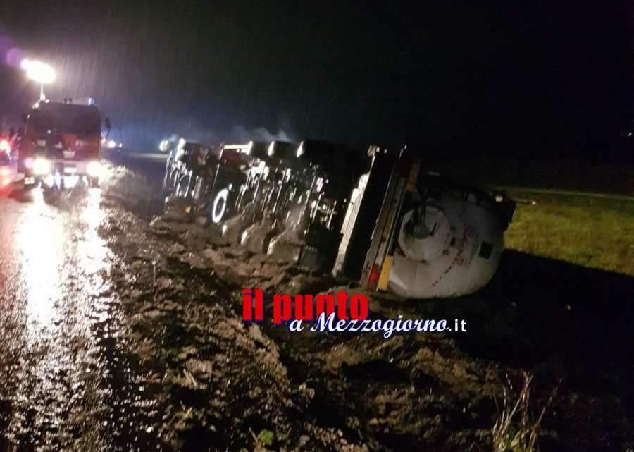Autocisterna ribaltata su via Sferracavalli a Cassino, ferito conducente