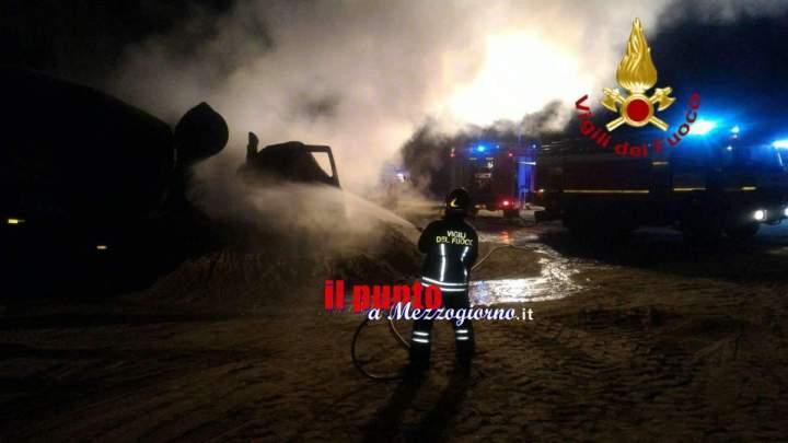 Roma, Cinque betoniere in fiamme. Intervento provvidenziale dei vigili del fuoco