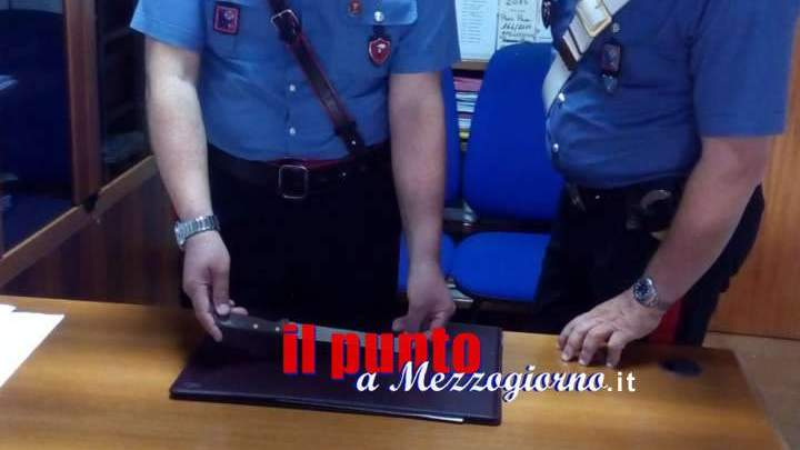 Pretende dai genitori i soldi per la droga e li minaccia con un coltello, arrestata 44enne di Cassino