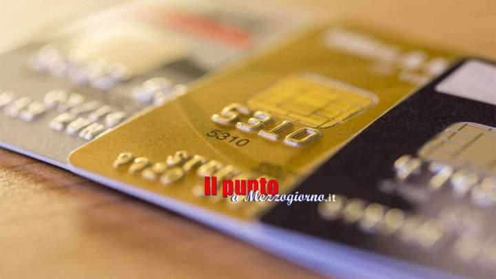 Fanno spesa e il pieno di carburante pagando con una carta di credito rubata