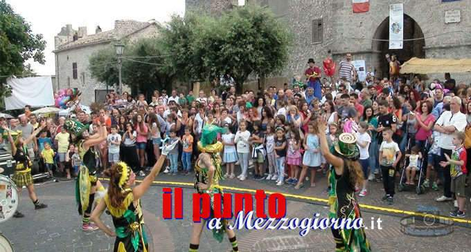 Giullari in Borgo a Vico nel Lazio, spettacoli nelle 4 piazze del comune
