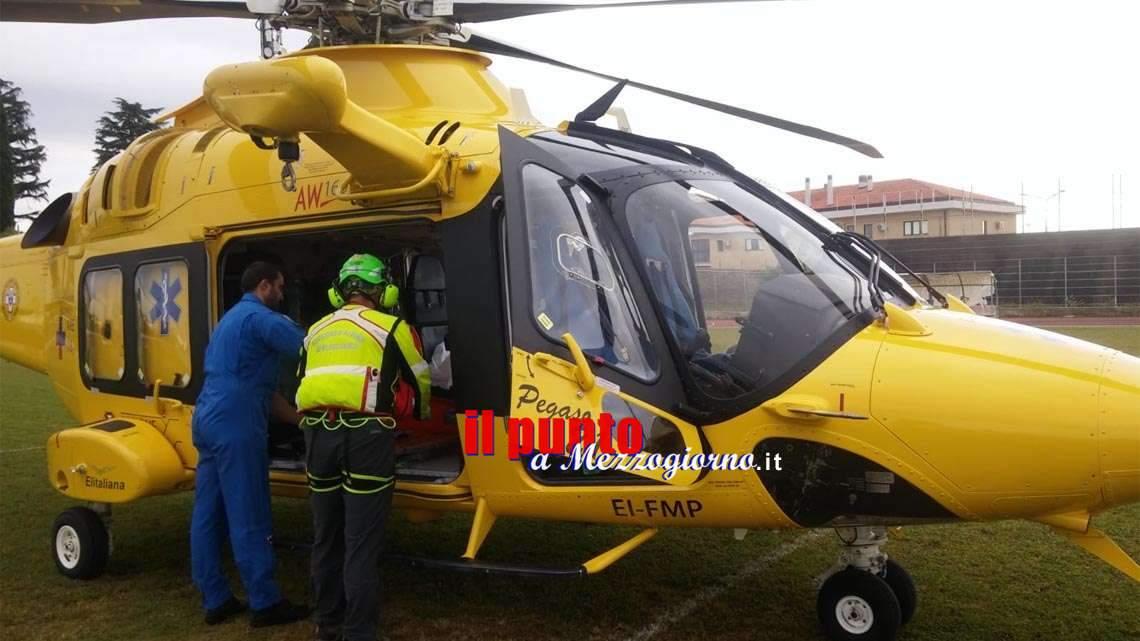 Incidente stradale tra auto e scooter a Lariano, un ferito grave